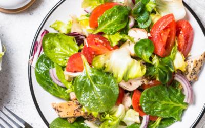 10 Salatrezepte gegen dein Bauchfett